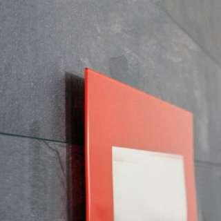 Ogledalo sa crvenim okvirom J1550